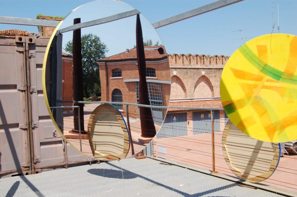 Installazione di Luciano Chinese nei giardini della Thetis all'Arsenale di Venezia durante la Biennale d'Arte 2017