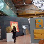 """Opere di Luciano Chinese alla mostra """"My Venetian Gold"""" allo Spazio Thetis di Venezia. A sinistra la curatrice"""